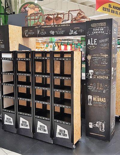 Isla pasillo supermercado para cerveza, hecha en cartón doble micro, reboard, pvc foam, polipropileno celular, vinilo suelo y vinilo impreso, imitacion OSB sobre cartón, detalle estanterias y columnas