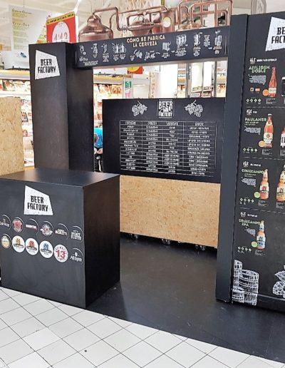 Isla pasillo supermercado para cerveza, hecha en cartón doble micro, reboard, pvc foam, polipropileno celular, vinilo suelo y vinilo impreso, imitacion OSB sobre cartón, detalle estanteria y mostrador