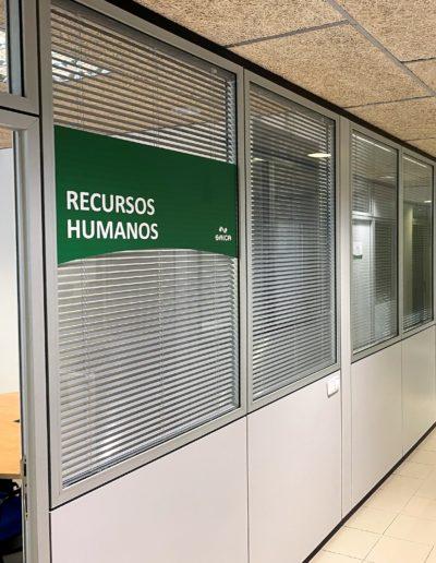 Vinilo laminado para rotulacion de despachos en oficinas